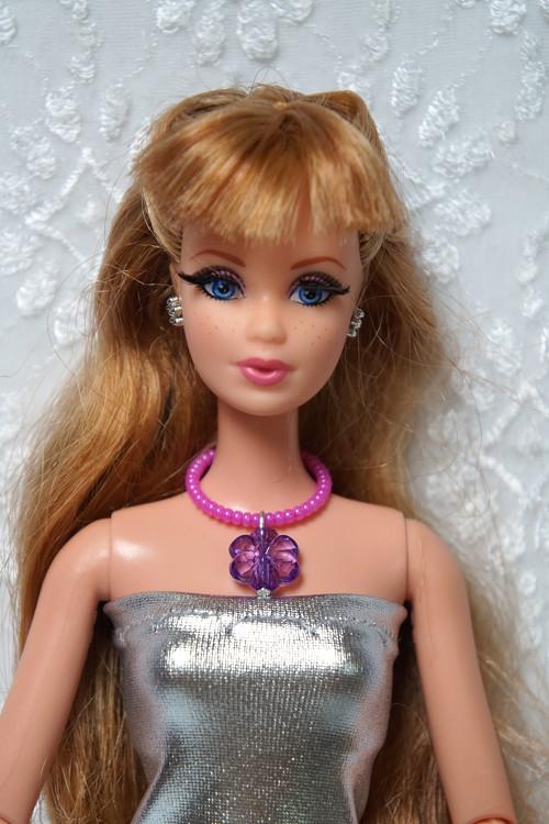 Náhrdelník pro Barbie s kytičkou
