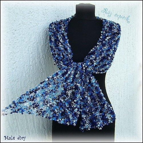 Lehoučké šálení v modré