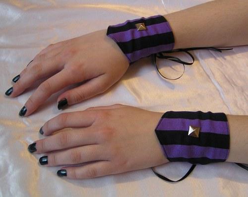 Fialové proužkované náramky