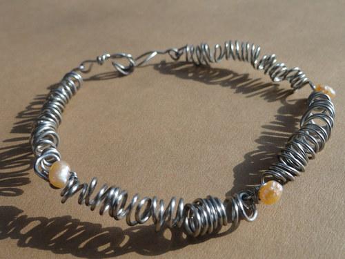 náramek kroucený s říčními perličkami