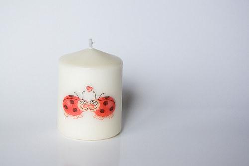 Svíčka se zamilovanými beruškami