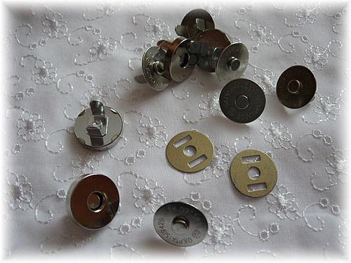 magnetické kovové zapínání