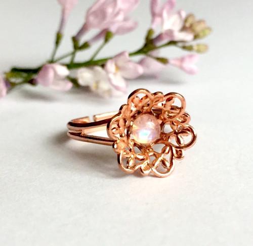 Jemný prsten s měsíčním kámenem, rúžové zlato