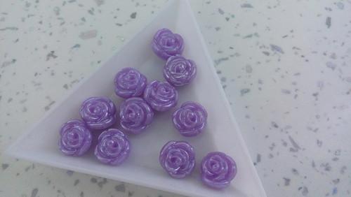 Plastové růžičky- fialové - 15ks