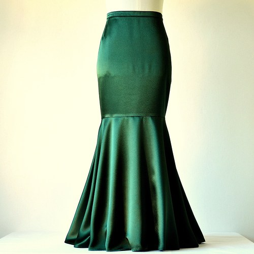 Saténová sukně tmavě zelená (sleva z 1279,-Kč)