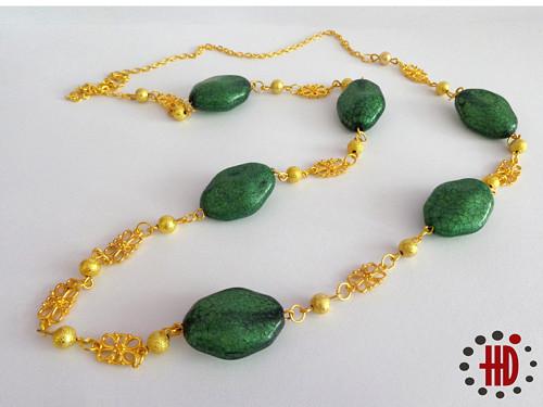 Zelené kameny se zlatou