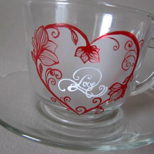Malovaný šálek pro zamilované