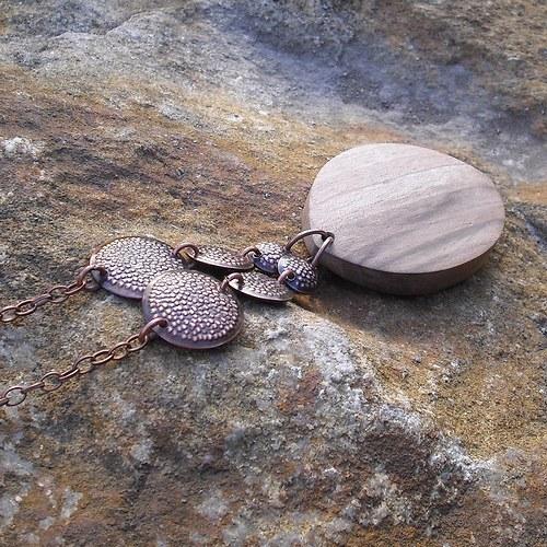 Lovím v ořeší ... náhrdelník