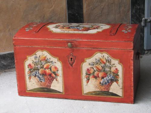 Malovaná truhla červená