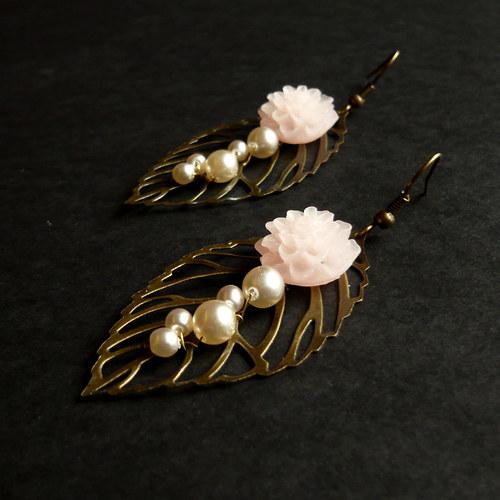 Romantické náušnice listy s květinami a perličkami