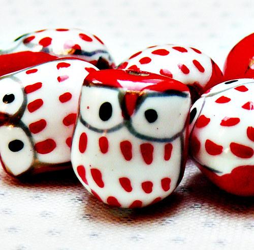 """Keramické korálky \""""Sovy\"""" červeno-bílé 2 ks"""