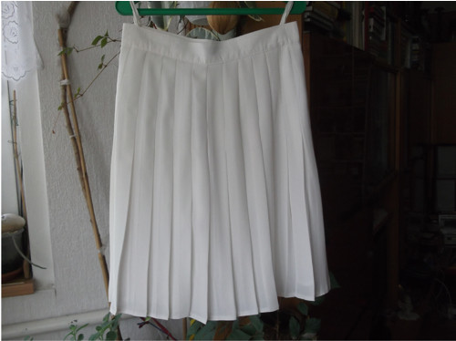 Bílá sukně plisé,podšívka, pas 66 cm