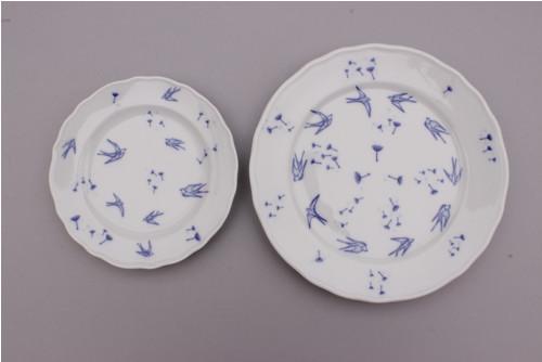 set porcelánových talířů