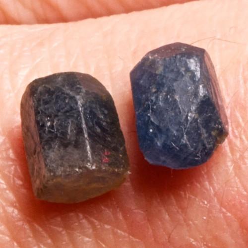 Safír - přírodní krystal, 7 mm, pár