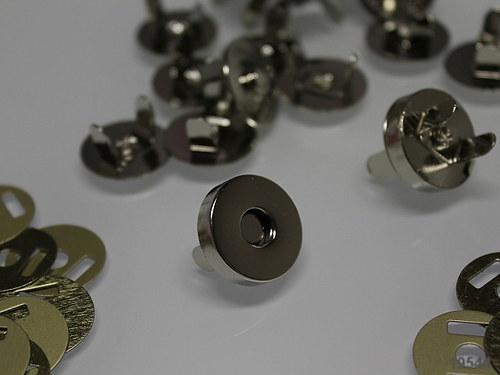 19544 Magnetické zapínání chrom kulaté 18mm 1ks