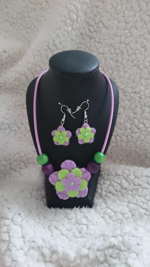Souprava náhrdelník s náušnicemi