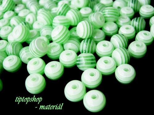 Korálky s proužkem zelené, 8mm (40ks)
