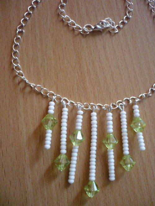 Zeleno-bílý náhrdelník