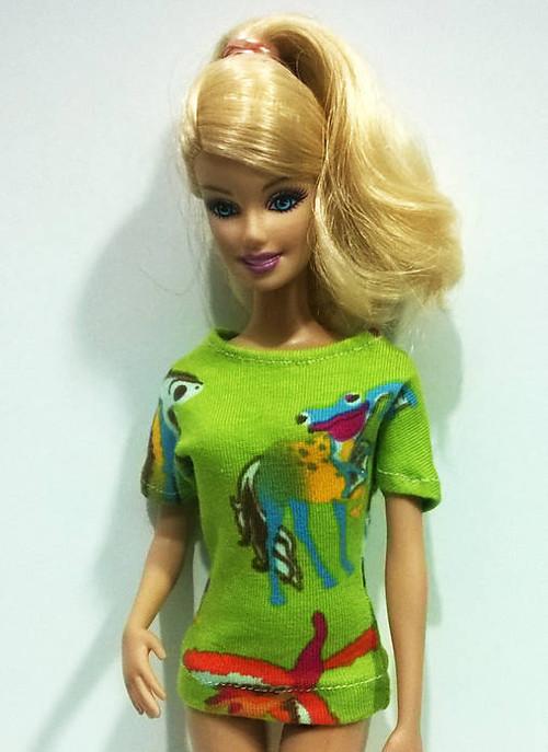 Zelené zvieratkové tričko pre Barbie