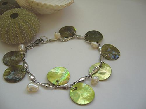 Náramek s perletí zelený