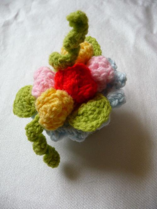 Košíček miniatura-světle modrý s růžičkami