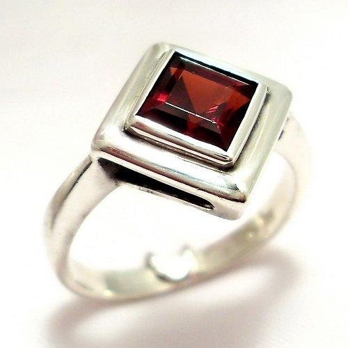 Prsten «Okínko» - stříbro 925, granát
