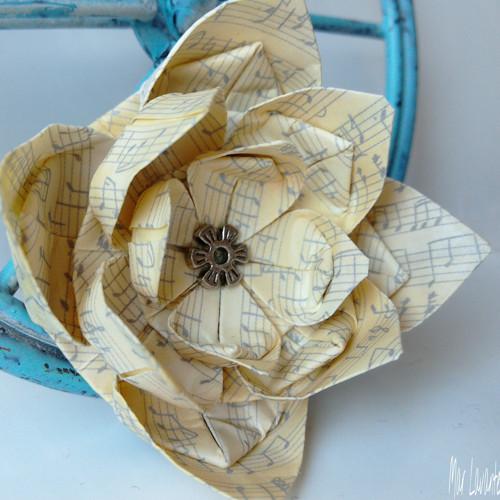 Origami brož květ notový