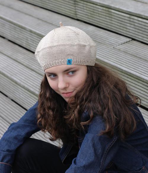 pletený baret č. 460, metalický béžový sleva 30%