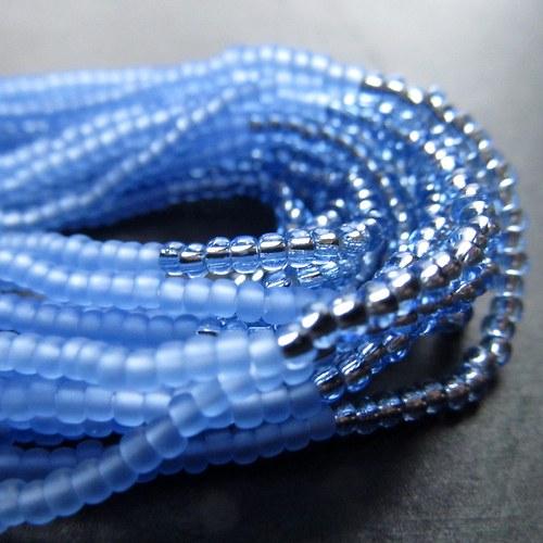 Náramek korálkovkáč světle modrý