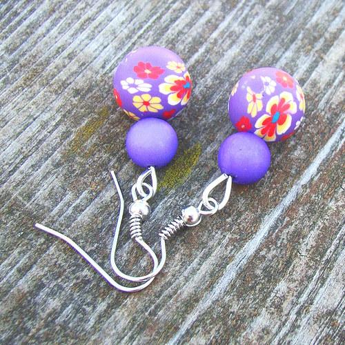 náušnice -  fimo kuličky fialové s kytičkami
