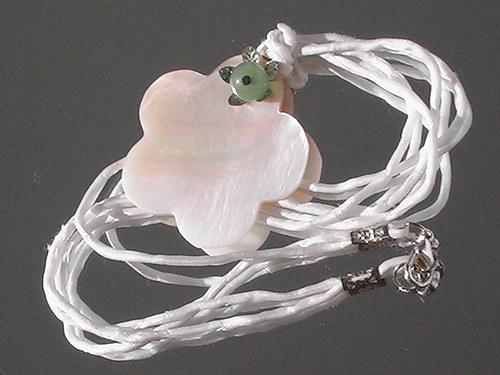 Náhrdelník  -perleťový květ