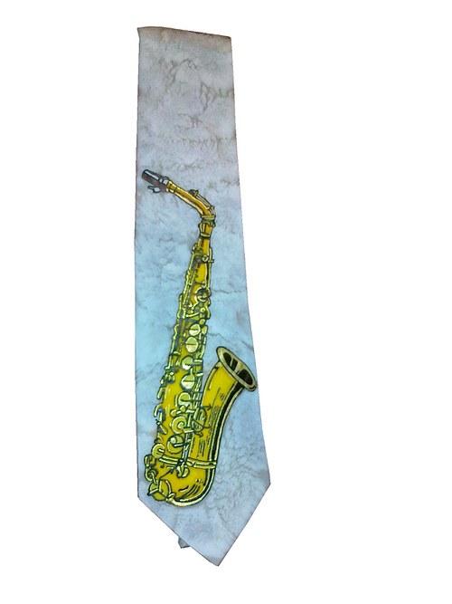 Kravata se saxofonem