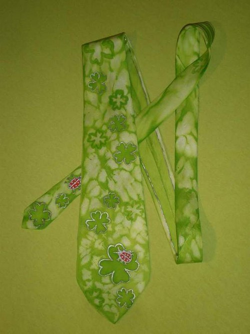 Čtyřlísková kravata