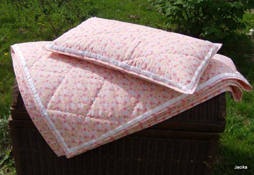 Prošívaná deka s polštářkem