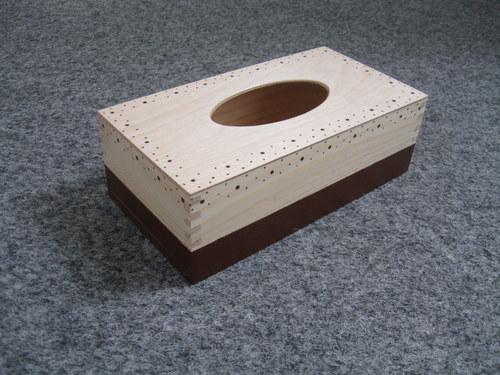 Dřevěný kapesníčkovník - hnědý