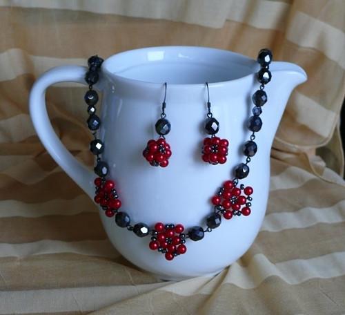 SET - náhrdelník kvítka + náušnice kuličky
