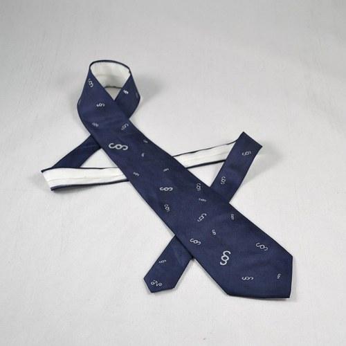 Tmavě modrá kravata s paragrafy