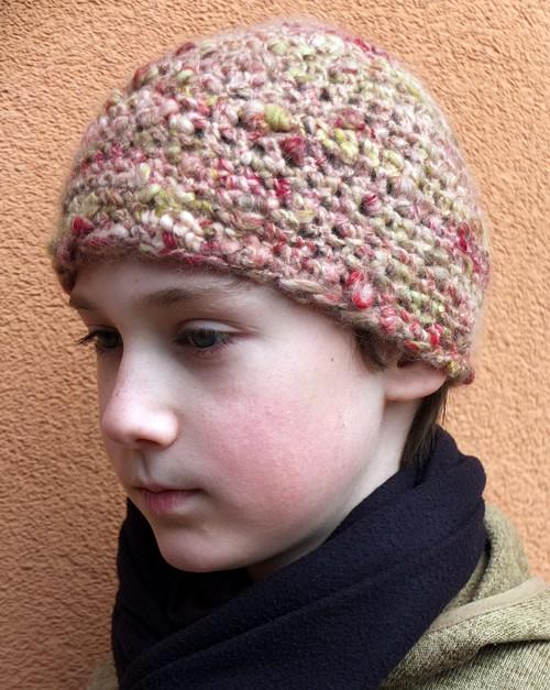 Čepice z ručně předené příze
