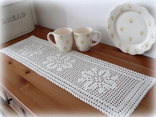 Běhoun na stůl - natur - kytička 70x22