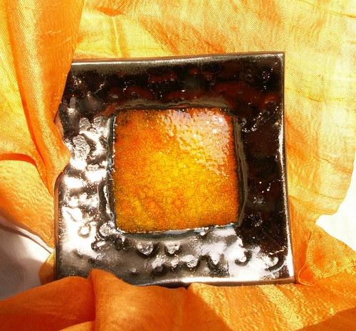 svietnik oranžovo zlatý