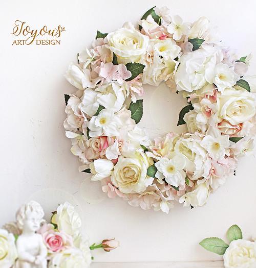 Svěží květinový věnec