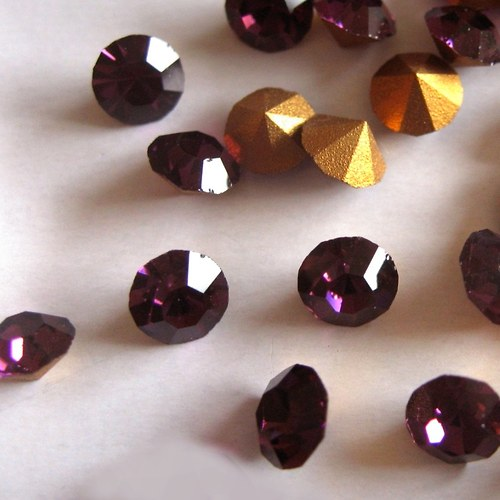 Šaton skleněný fialový ss9 - 2,5 - 2,6 mm - 22 ks