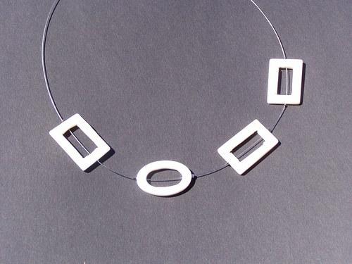 bílý náhrdelník