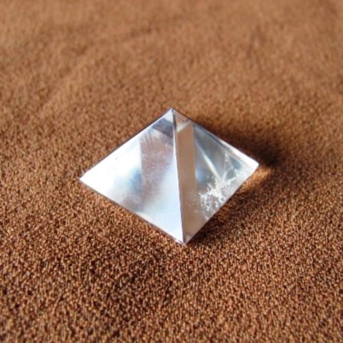 Pyramidka z křišťálu