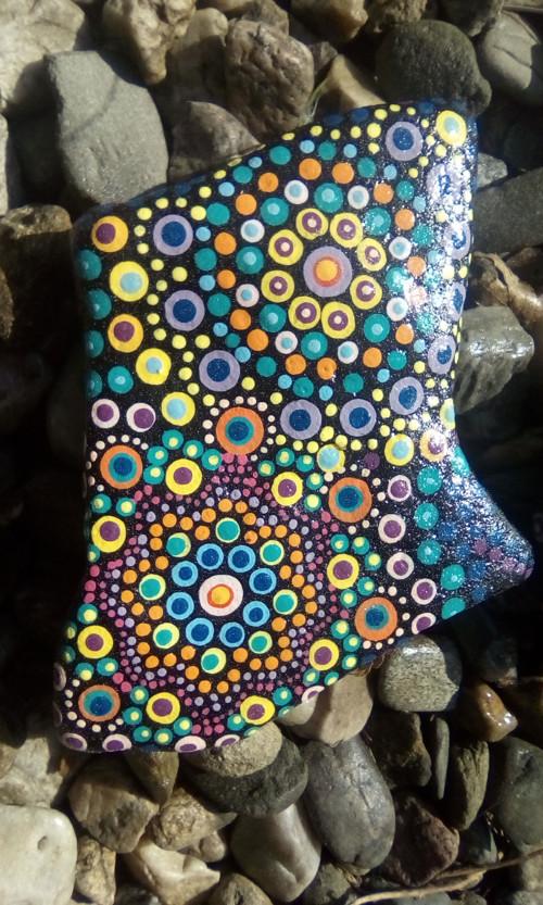 Mandala na kameni, pestrá dvojitá