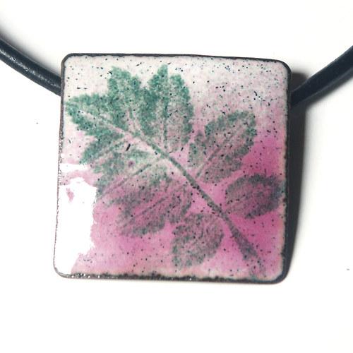 Růžový I - smaltovaný náhrdelník