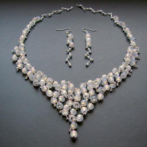 Svatební bílý s perleťovým leskem