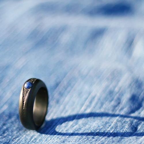 Blue Jeans - dřevěný prsten s lapisem lazuli