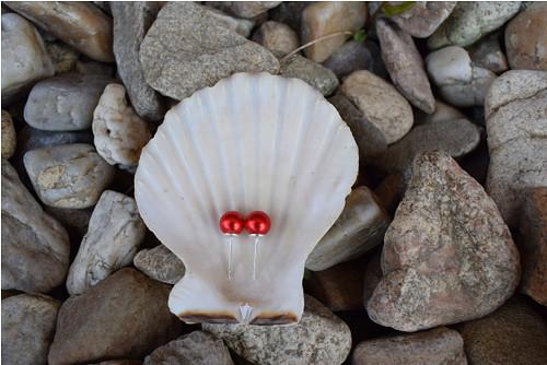 Elegantní náušnice z červených perel