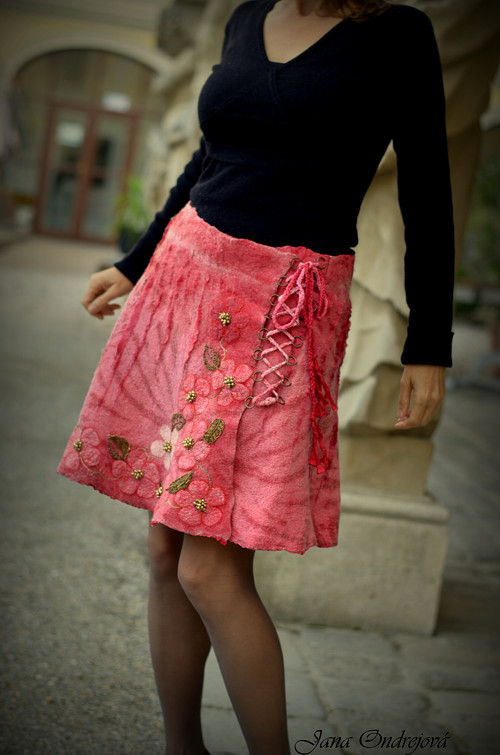 Plstená hodvábno vlnená sukňa malinová